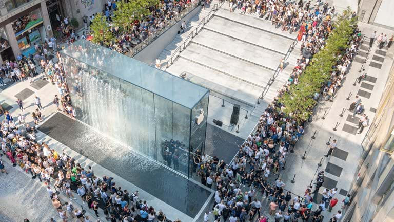 Apple opens Milan's newest public square